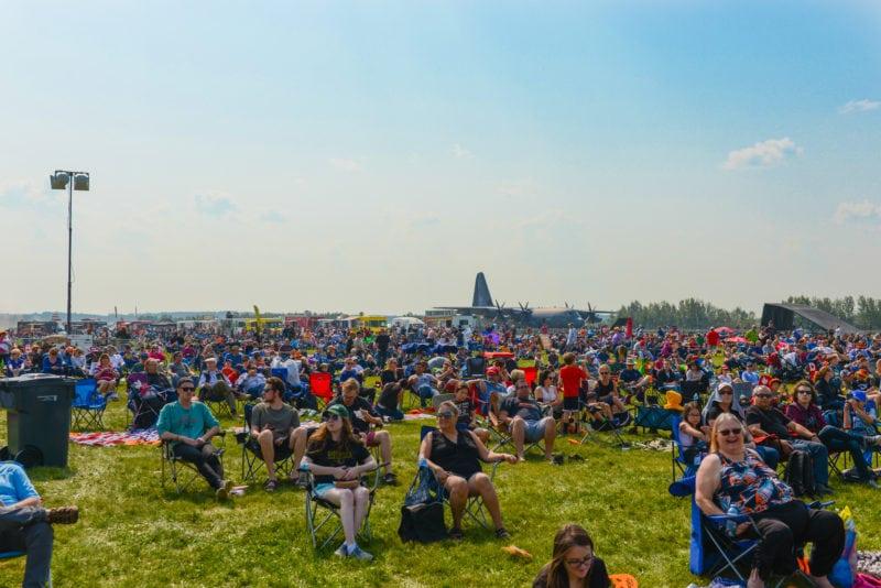 edmonton air show crowd